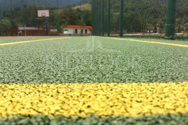 Loc de joaca si teren multisport Brezoi
